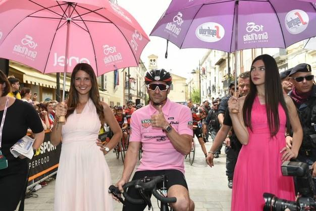 Patrick Dempsey ciclista d'onore al Giro d'Italia