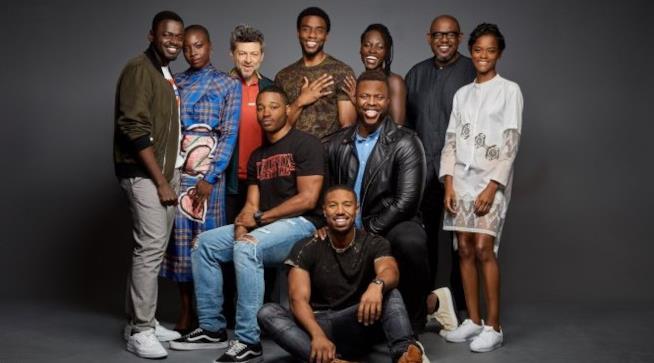 Il cast di Black Panther riunito fuori dal set
