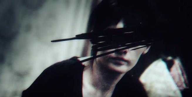 Il volto cancellato di una donna misteriosa nel trailer di Resident Evil 7