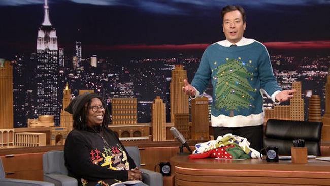 Whoopi Goldberg e Jimmy Fallon al The Tonight Show