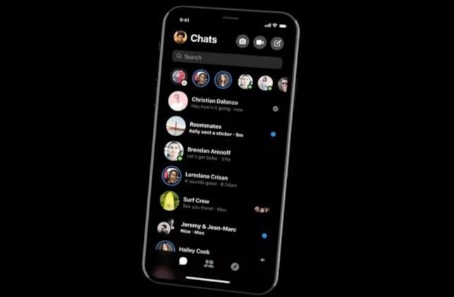 La funzione dark mode introdotta su Facebook Messenger