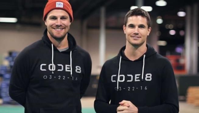 Stephen e Robbie Amell insieme per la campagna Indiegogo