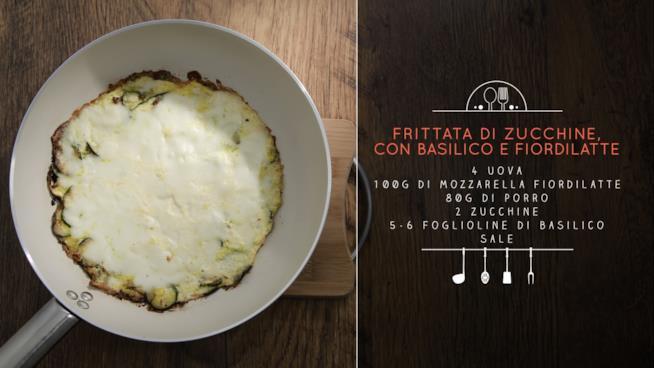 La ricetta della frittata di zucchine con basilico e fiordilatte