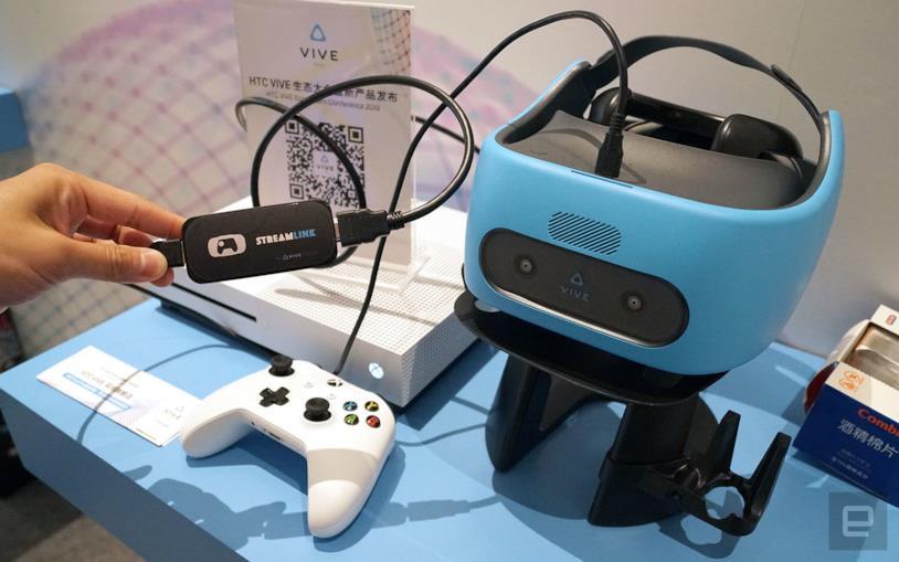 Un Vive Focus Plus fa da schermo ad una Xbox One