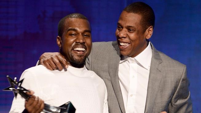 Kanye West e Jay-Z ritirano insieme un premio sul palco