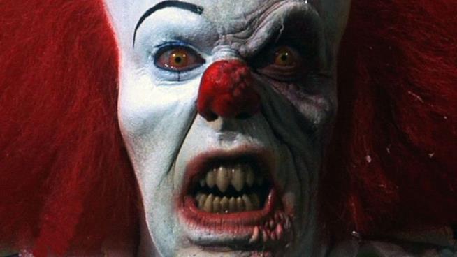 IT di Stephen King: nuove terrificanti immagini di Pennywise