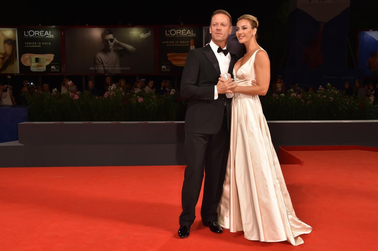 Il red carpet di Rocco Siffredi e della moglie Rozsa Tassi a Venezia 73