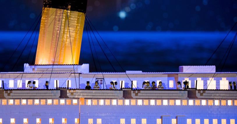 Titanic in chiave LEGO: alcuni dettagli det set come la presenza di scialuppe e di Minifigure