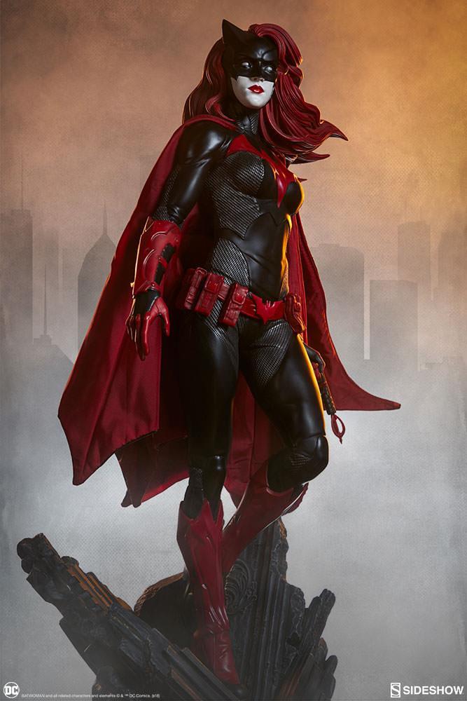 La statua di Batwoman della Sideshow