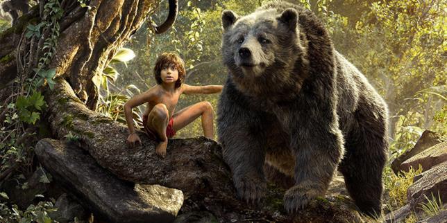 Mowgli e Baloo in una scena del film