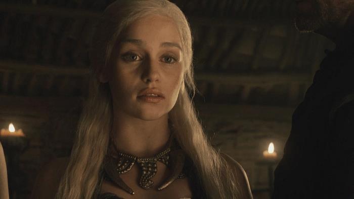 Emilia Clarke nella prima stagione di Game of Thrones
