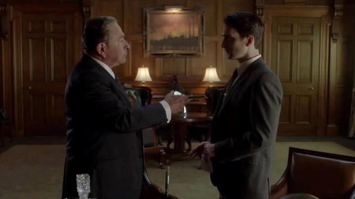 Eldritch Palmer incontra James O'Neil, ricco padre illegittimo