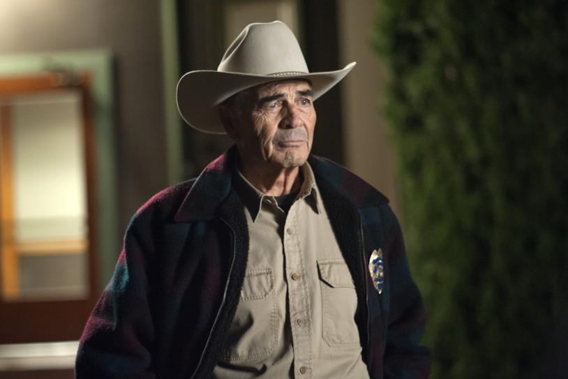Un primo piano di Robert Forster in una scena della terza stagione di Twin Peaks