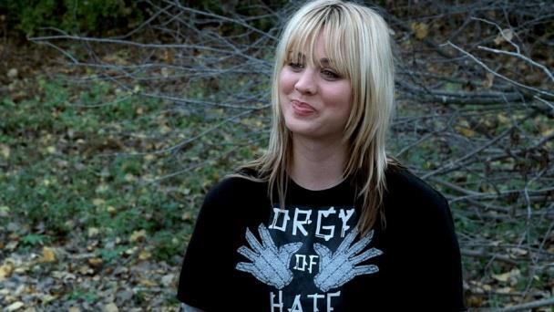 L'attrice Kaley Cuoco nella seconda stagione