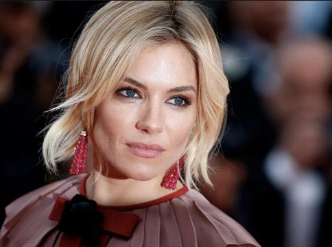 Sienna Miller in primo piano