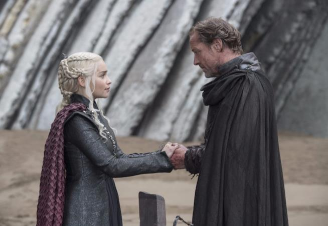 Emilia Clarke e Iain Glenn in Game of Thrones