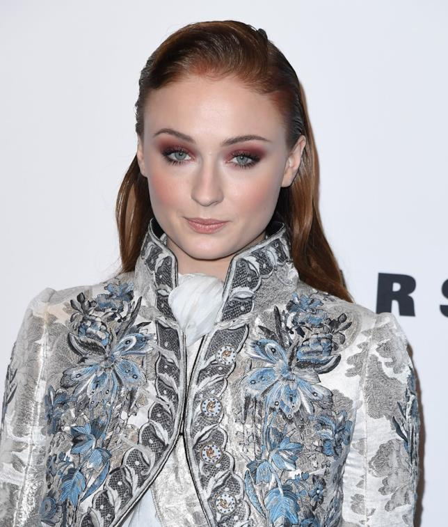 Sophie Turner con un abito molto Game of Thrones a una serata di gala