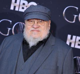 Un ritratto di George R. R. Martin a un evento a tema Game of Thrones