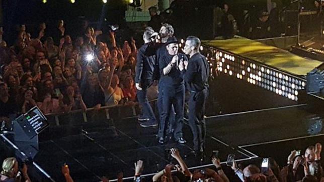 L'esibizione dei Take That con Robbie Williams