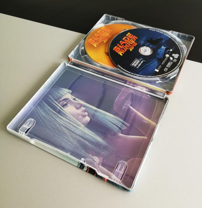 I dischi all'interno del case di Blade Runner 2049