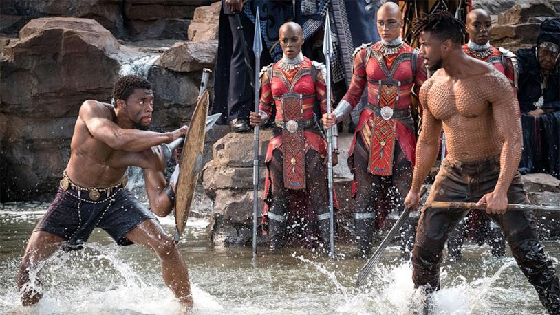 Uno scontro tra Chadwick Boseman e Michael B. Jordan in una sequenza d'azione di Black Panther