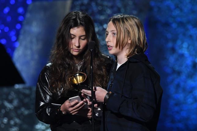 Toni e Christopher, i figli di Cornell ritirano il Grammy del padre