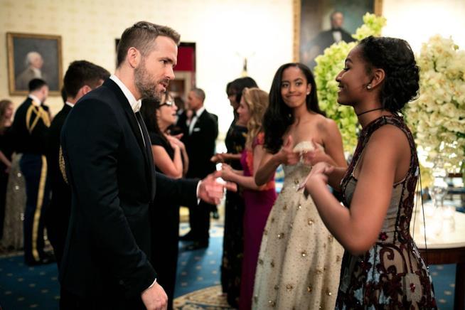 Ryan Reynolds con le figlie di Obama alla Casa Bianca
