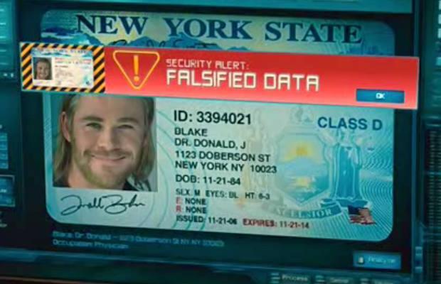 Un primo piano della falsa tessera identificativa di Thor/Donald Blake