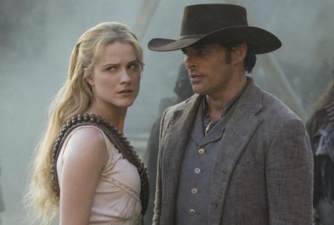 Dolores e Teddy in una scena di Westworld 2