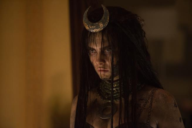 Cara Delevingne è l'Incantatrice in una scena di Suicide Squad