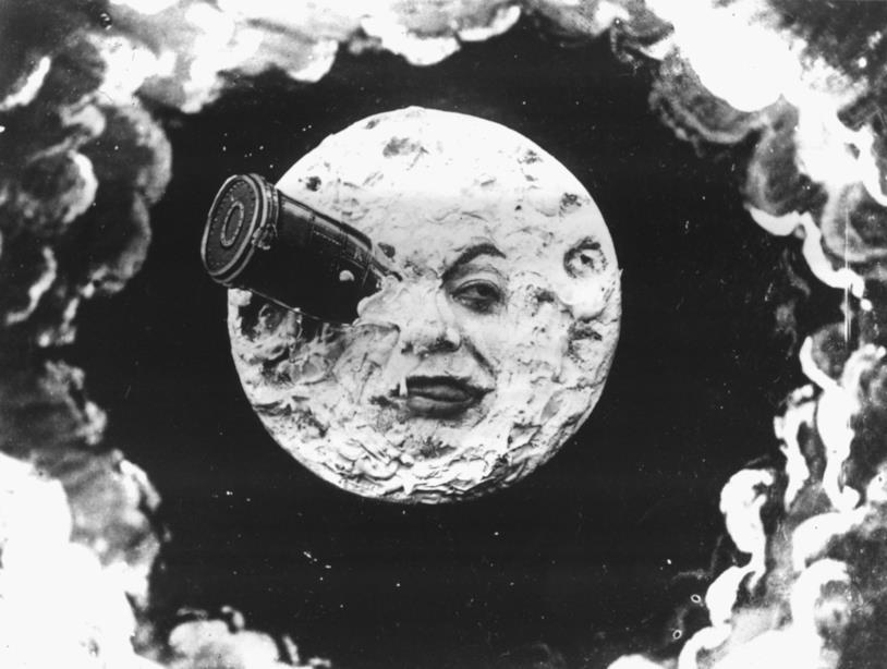 La navicella affondata nell'occhio della luna