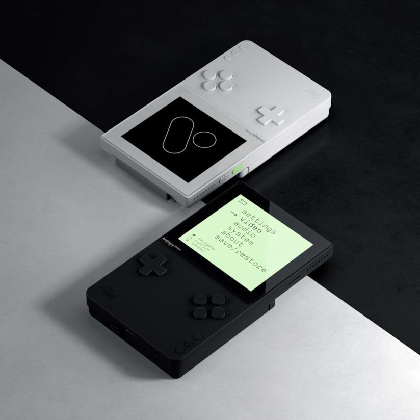 Anologue Poket versione bianca e nera