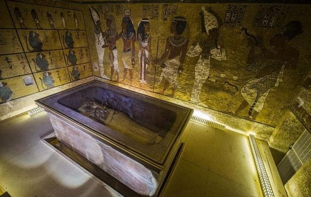 La stanza con il sarcofago di Tutankhamon