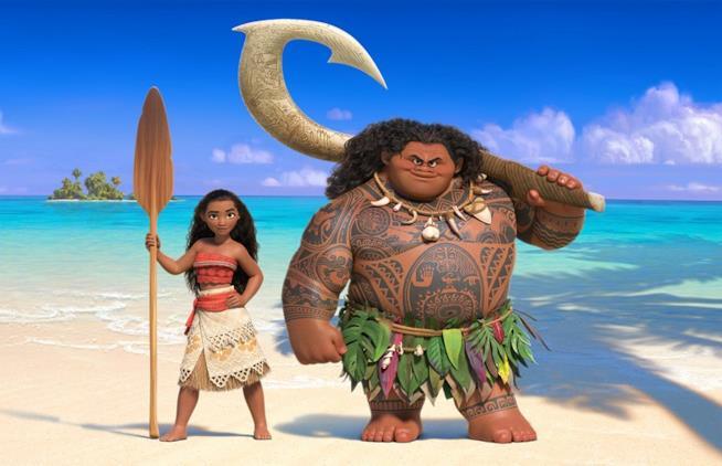 Moana e Maui sulla spiaggia in Oceania