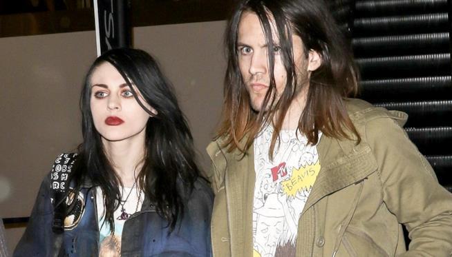 Primo piano di Frances Bean Cobain e Isaiah Silva
