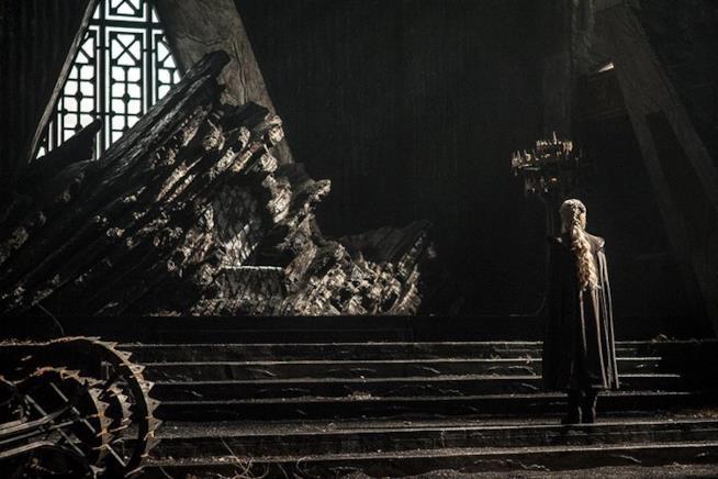 Daenerys dinanzi il Dragonstone throne