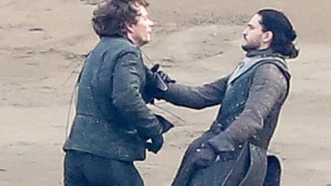 John Snow e Theon Greyjoy, una scena di Game of Thrones 7
