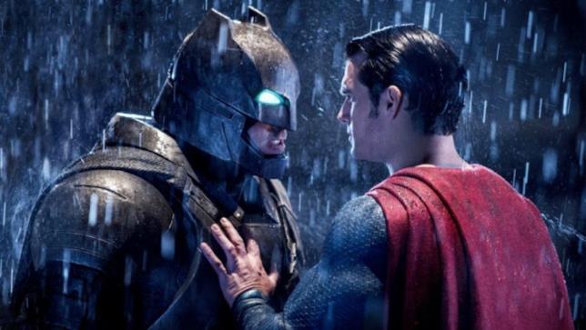 Il Cavaliere Oscuro e l'Uomo d'Acciaio in una scena di Batman V Superman