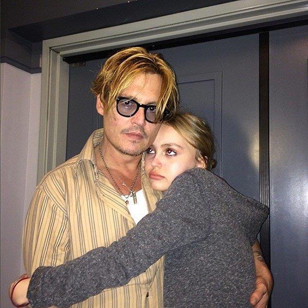 Johnny Depp e Lily-Rose Depp abbracciati