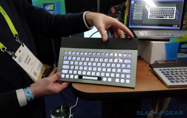Foto della tastiera E Ink di Nemeio scattata al CES 2019
