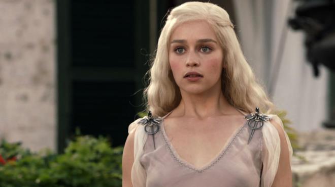 Emilia Clarke è Daenerys Targaryen nella stagione 1 di Game of Thrones