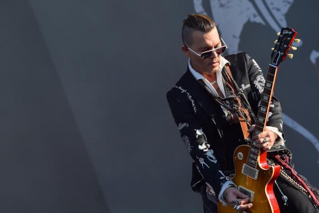 Johnny Depp si esibisce con gli Hollywood Vampires