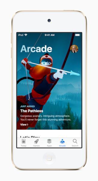 Immagine stampa del nuovo iPod touch con Apple Arcade in esecuzione