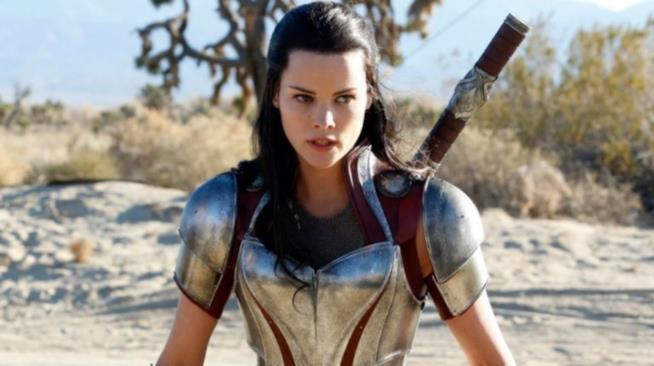 Jaimie Alexander nei panni di Lady Sif in una sequenza di Thor