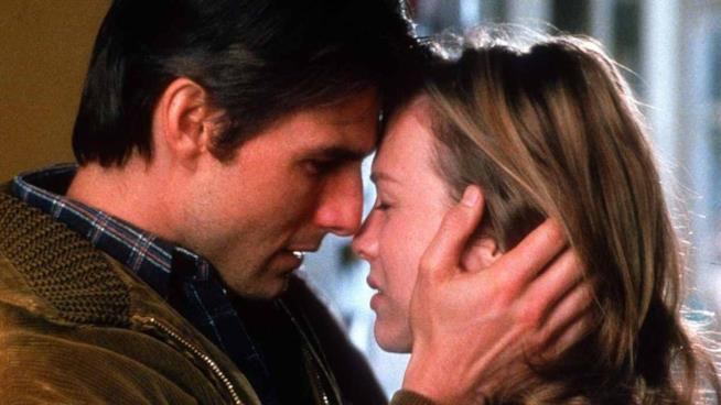 Tom Cruise bacia Renée Zellweger