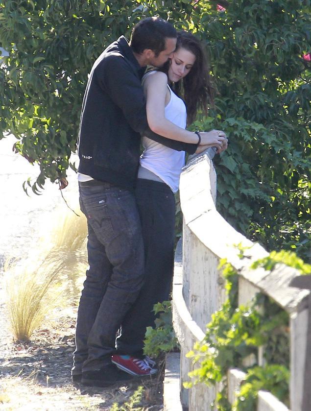 Uno degli scatti rubati con Kristen Stewart e Rupert Sanders