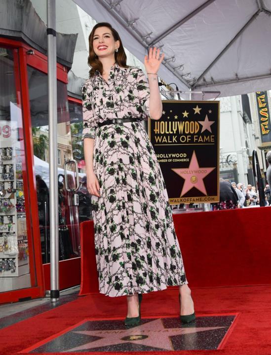 Anne Hathaway e la sua stella sulla Walk of Fame
