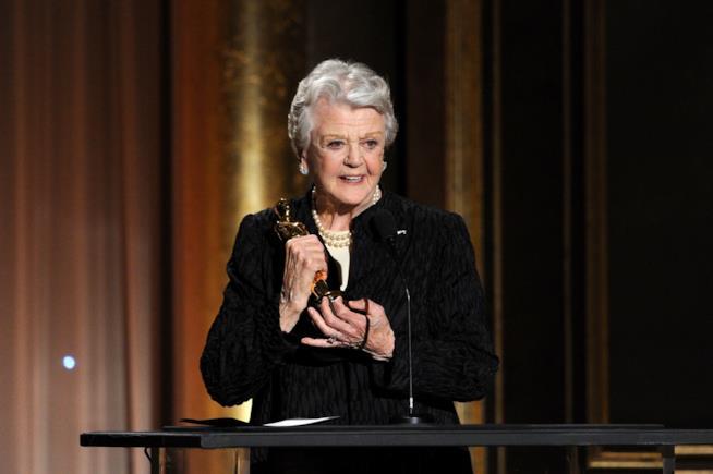 Angela Lansbury con il Premio Oscar