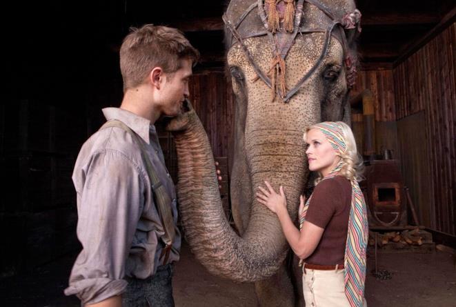 Robert Pattinson e Reese Whiterspoon in Come l'acqua per gli elefanti