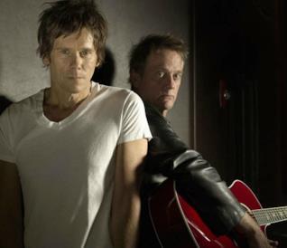 I fratelli Bacon, Michael e Kevin, in una foto promozionale della loro band: i Bacon Brothers